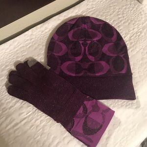 COACH PUPLE HAT AND TECH GLOVES